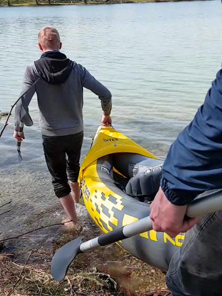 intex_explorer_k2_carrying_to_water